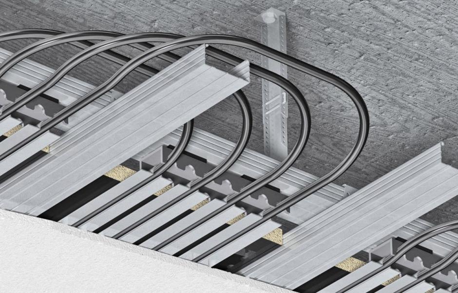 Registerdecken sind standardisierte Kühldeckensysteme. Ihr großer Nachteil: Durch die ungekühlte Deckentragkonstruktion kommt es zu einem hohen Verlust von Kühlfläche, wodurch auch Leistung eingebüßt wird.