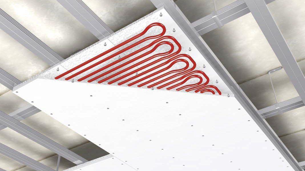 In die Deckenplatten eingefräste Leitungen sind aufgrund ihrer individuellen Fertigung zwar sehr anpassungsfähig,, durch die geringe Überdeckung der Leitungen kommt es allerdings zu großen Temperaturunterschieden in der Platte und im Laufe der Zeit sind auch Verfärbungen der Oberfläche nicht ausgeschlossen.