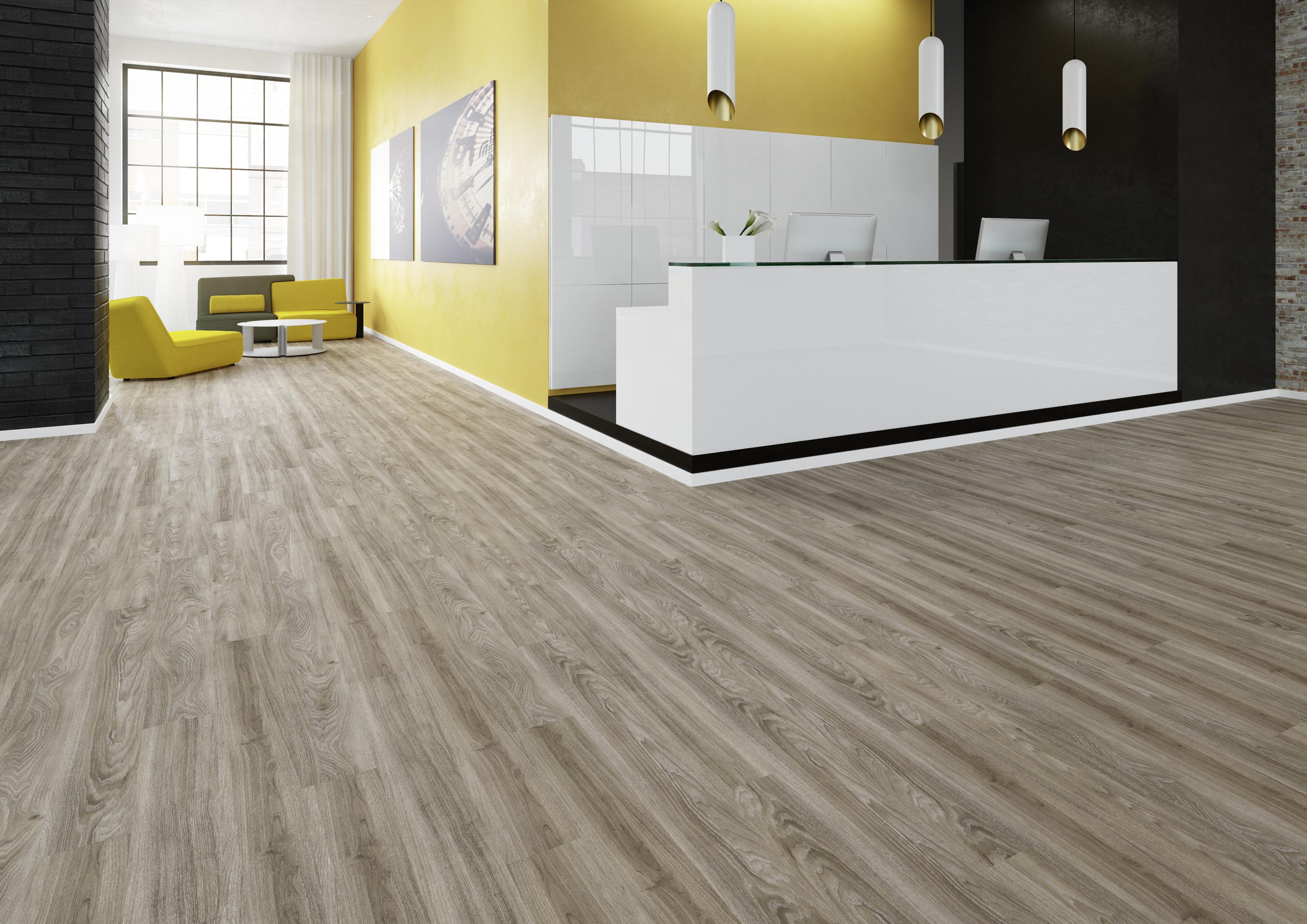Die Ulme ist ein beliebtes Bodenmotiv. Elegant und robust zugleich, erfüllt dieser Designbodenbelag seinen Zweck mehr denn je. Hier geht´s zur Hersteller-Website: www.joka.de | ©W. & L. Jordan GmbH.