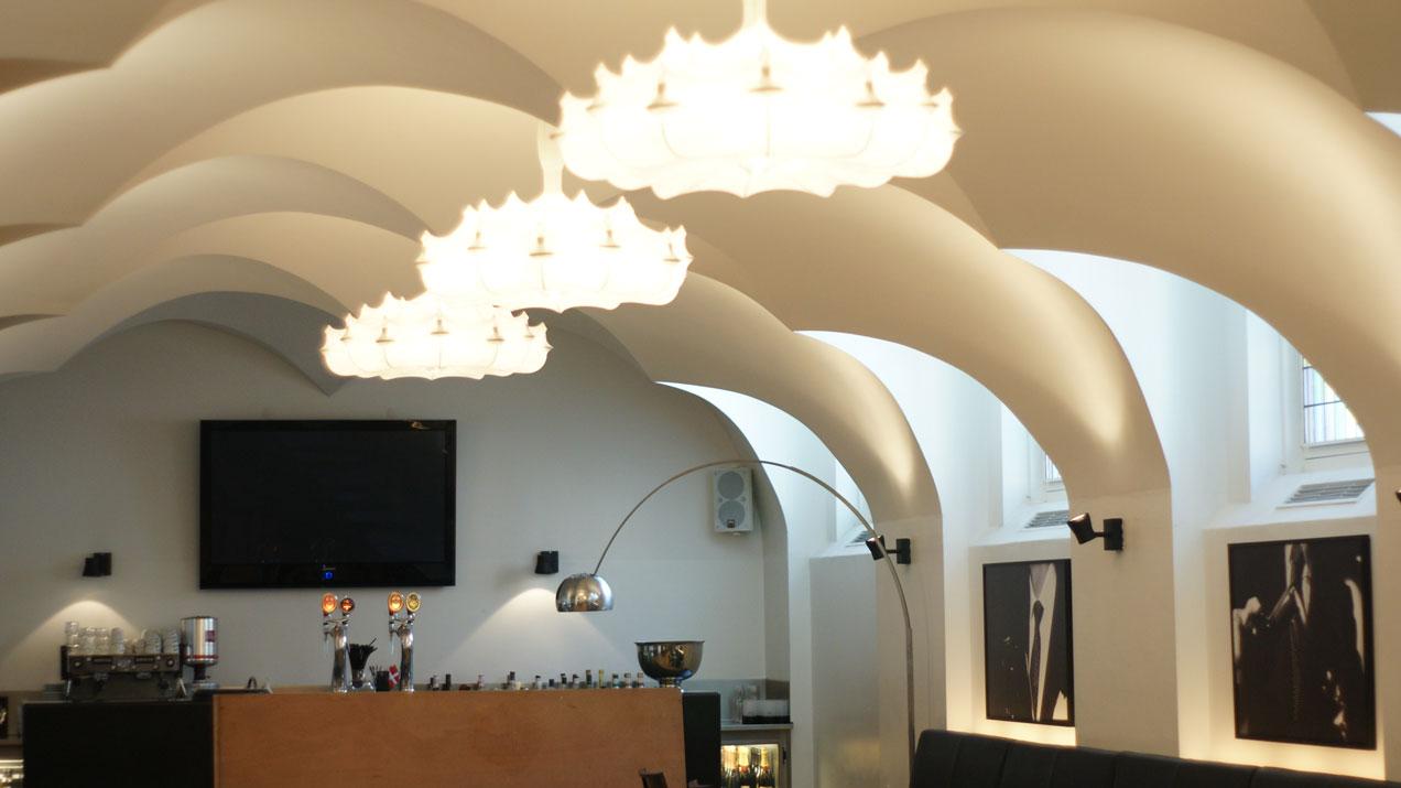 Runde, oder gewölbte Flächen können mit BASWA Phon perfekt verkleidet werden. Die Architektur bleibt erhalten, das schallschluckende Akustik-Material ist unsichtbar