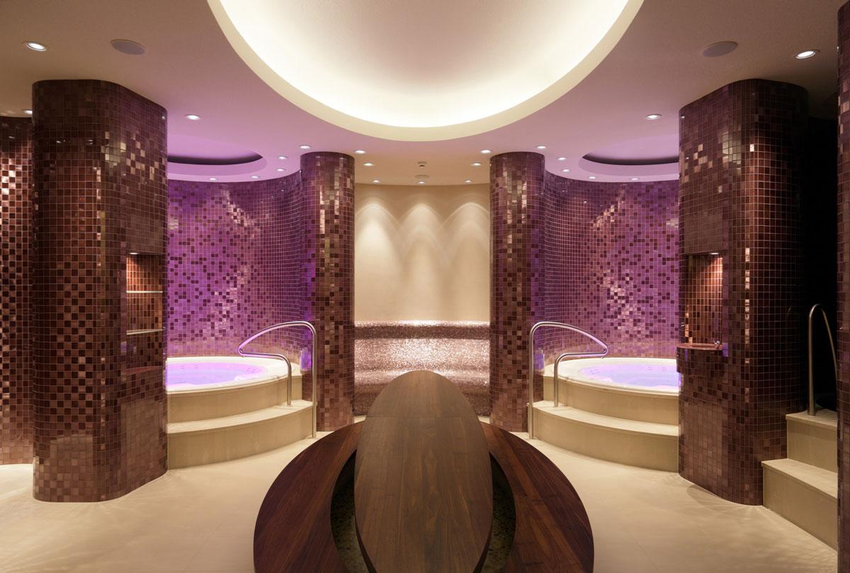 BASWA Phon ist für Feuchträume zugelassen und stellt die perfekte Akustiklösung für SPA-Bereiche und Hallenbäder dar. Projekt: The Dolder Grand Hotel Zürich