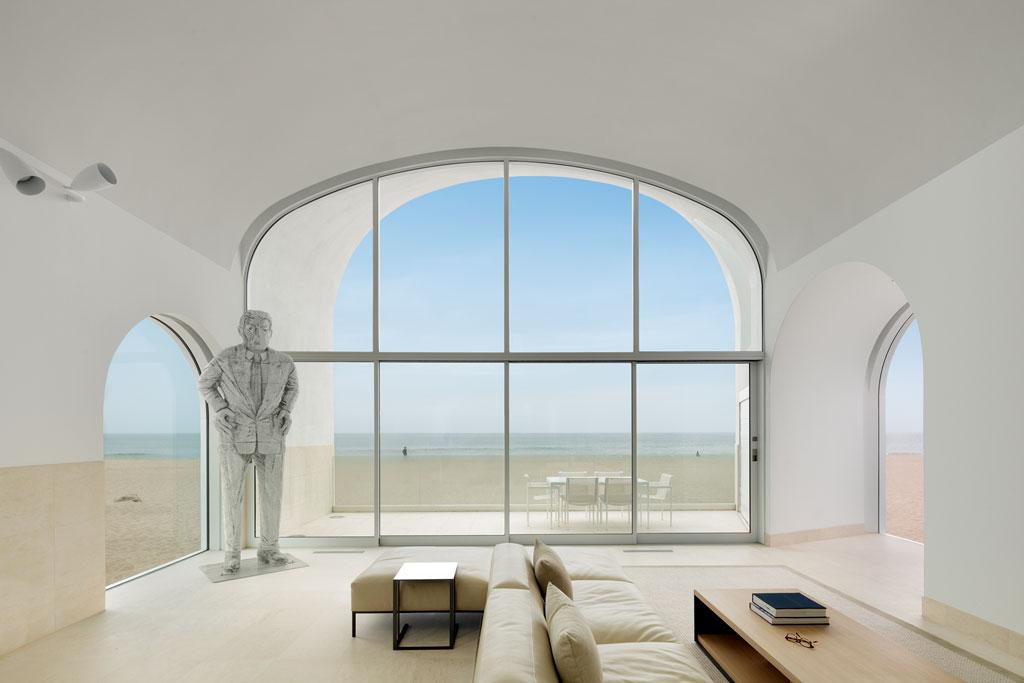 """BASWA acoustic ist seit 25 Jahren am Markt und wird weltweit für renommierte Bauvorhaben verwendet. Wie hier für das """"Vault House"""" von Johnston Marklee am Strand von Kalifornien"""