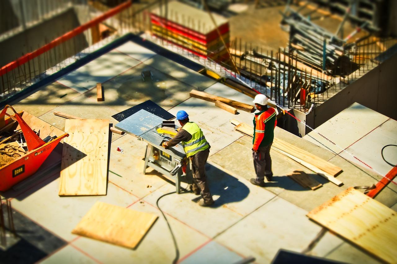 Besondere Achtung ist bei der Beschäftigung von ausländischen Firmen gegeben. Ausständige Löhne, beispielsweise durch kollektivvertragliche Unterbezahlung, kann seit heuer auch vom Auftraggeber eingefordert werden.